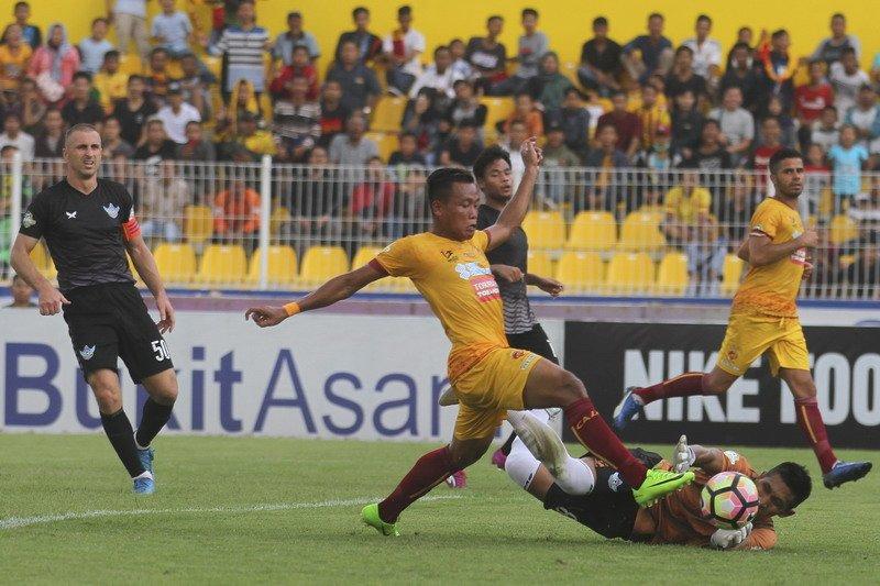 Hartono Ruslan beserta pemain mempersembahkan kemenangan 10-2 atas Persegres